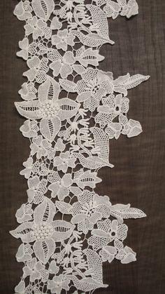 Macramé ribbon lace Fashion Details, Fashion Art, Ribbon, Cook, Embroidery, Rugs, Lace, Modern, Recipes