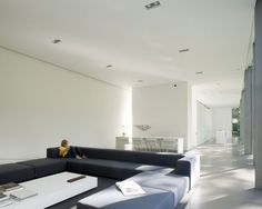 Outstanding Glass House with Two Levels: Cozy Modern Living Room Design With Grey Sectional Sofa And White Coffee Table At The House Roces W. Contemporary Architecture, Interior Architecture, Minimalist Architecture, Grey Sectional Sofa, Long Walls, Minimal Home, Architect House, Minimalist Living, Modern Living