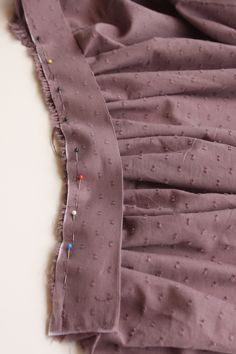DIY Jupe Froncée – Le Fil à Coudre d'Anna - Pinboards Tutorial and Ideas Fashion Sewing, Diy Fashion, Hijab Fashion, Sewing Clothes, Diy Clothes, Sewing Hacks, Sewing Tutorials, Sewing Tips, Couture Facile