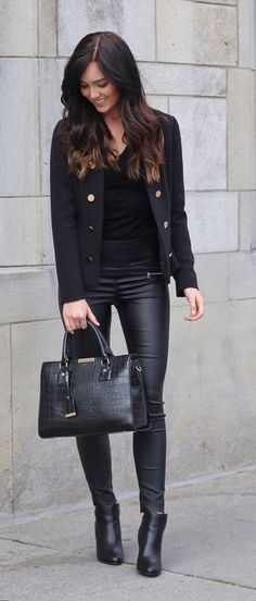 4 holiday outfit ideas that also work for a night out Faux leather and military style! How BOSS BABE is this! // Faux leather leggings with a military style black jacket and a black bodysuit underneath! // Marie Ernst of Marie's Bazaar shows how to Legging Outfits, Leather Leggings Outfit, Fall Leggings, Faux Leather Leggings, Leather Pants, Fashion Night, Autumn Fashion, Holiday Outfits, Winter Outfits