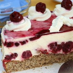 A delicious cranberry layered cheescake recipe on top of a crunchy almond crust. Cranberry Layered Cheesecake Recipe from Grandmothers Kitchen. Layered Cheesecake Recipe, Layer Cheesecake, Cheescake Recipe, Cranberry Cheesecake, No Bake Desserts, Just Desserts, Delicious Desserts, Yummy Food, Sweet Recipes