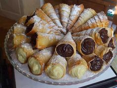 INGREDIENTS: 1 roll of puff pastry ready 1 jar of nutella In addition : powdered sugar 100 ml of water 25 g of sugar syrup 1 egg for br. Sweet Recipes, Cake Recipes, Dessert Recipes, Food Cakes, Slovakian Food, Portuguese Desserts, Good Food, Yummy Food, Awesome Food