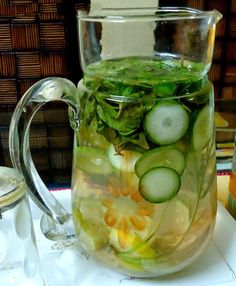 Home Made Detox Water / Flat Belly Water Healthy Detox, Healthy Drinks, Healthy Weight, Fruit Drinks, Water Recipes, Detox Recipes, Drink Recipes, Dinner Recipes, Flat Belly Water