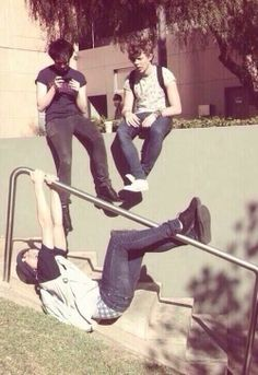 Imagine going to school with 5SOS though >> Y: Cal Are you okay what are you doing? A: We have no idea.
