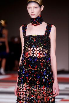 Alexander McQueen Spring 2014 Ready-to-Wear Fashion Show: Details - Style.com