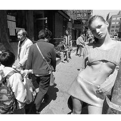 Kate Moss by Glen Luchford, 1994 Timeless Beauty, Timeless Fashion, Kate Moss Stil, Queen Kate, Human Body Art, Plus Clothing, Young Fashion, 1960s Fashion, Fashion Models