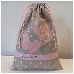 Sacchetto asilo in cotone tinta naturale a pois con farfalle rosa applicate, by fattoamanodaTati, 18,00 € su misshobby.com