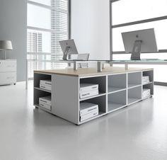 La linea Materica ti offre numerose possibilità di allestimento della tua scrivania ideale. Mobili di servizio modulari e flessibili, a giorno o con ante, soddisfano tutte le tue esigenze di organizzazione dello spazio