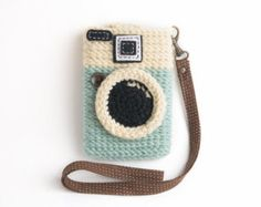 Crochet Camera Cel Phone Case for your iphone & Crochet Camera Purse Crochet Gifts, Easy Crochet, Crochet Camera, Crochet Phone Cover, Camera Purse, Crochet Mobile, Crochet Accessories, Crochet Projects, Diana