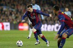 Messi busca olvidar sus dolores en el pie utilizando sus botas viejas