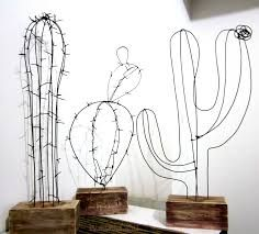 Do you like cactus? Look at these 16 crafts with cactus! Decoration Cactus, Sculptures Sur Fil, Wire Art Sculpture, Wire Sculptures, Sculpture Ideas, Abstract Sculpture, Bronze Sculpture, Chicken Wire Sculpture, Tree Sculpture