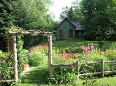 Country Style Fence ~ Humpdays with Houzz - Town & Country Living