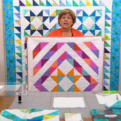 Watch as Jenny Doan arranges simple half-square triangles to create t - Missouri Star Quilt Pattern, Missouri Star Quilt Tutorials, Quilting Tutorials, Msqc Tutorials, Jenny Doan Tutorials, Triangle Quilt Tutorials, Star Quilt Blocks, Star Quilt Patterns, Block Patterns
