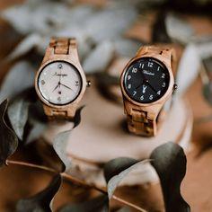 Drevené hodinky Waidzeit v sebe nesú tradíciu, lásku k dizajnu a ojedinelosť. Sme firma zameriavajúca sa na drevené hodinky a šperky z dreva Krabi, Wood Watch, Keds, Watches, Accessories, Wood Clocks, Wooden Clock, Wristwatches, Clocks