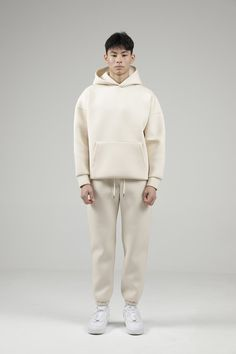 Suit joggers with drawstring waist and anklets and front / rear pockets. With drawstring waist and anklets combined with smart, smooth material, these joggers are strike a perfect balance between smart and casual. Brand Manifesto, White Joggers, Sophisticated Outfits, Mens Fashion, Fashion Outfits, Future Fashion, Kanye West, Street Wear, Menswear