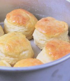 THESE WERE YUMMY! EVERYBODY LOVED EM! Learn how to make homemade biscuits that are the most tender, light and flaky. The biscuit mixing method is the method used to create the best biscuits. Homemade Buttermilk Biscuits, Fluffy Biscuits, Biscuits And Gravy, Best Buttermilk Biscuits, Fluffy Butter Biscuit Recipe, Best Flaky Biscuit Recipe, Biscuit Recipe With Shortening, Homemade Biscuit Mix, Pillsbury Biscuit Recipes