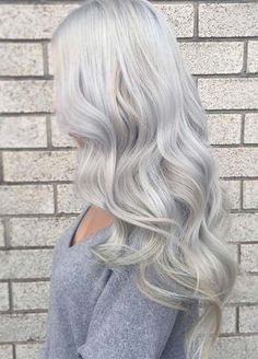 Granny Silver/ Grey Hair Color Ideas: Platinum Gray Granny Hair The most beautiful hair ideas, the m Pelo Color Plata, Silver Blonde Hair, Gray Hair, Silver Hair Colors, Grey Hair Colors, Silver White Hair, Grey Blonde, Lilac Hair, Pastel Hair