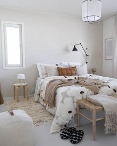 Scandinavian Interior Bedroom, Modern Bedroom Decor, Bedroom Ideas, Luxury Bedroom Design, Home Interior Design, Deco Boheme, Furniture Arrangement, Luxurious Bedrooms, Home Decor Styles