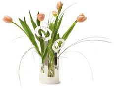 Design Ami Katz The vase Fanny is a sleek and stylish vase that works as built florist support. Silver Plate, Glass Vase, Interior Design, Plants, Home Decor, Nest Design, Decoration Home, Silverware Tray, Home Interior Design