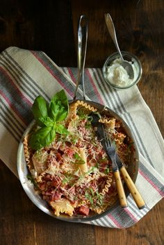 Healthy One Skillet Lasagna - www.countrycleaver.com