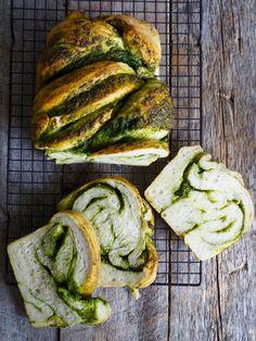 Flettebrød med pesto - Mat På Bordet Pesto, Nom Nom, Baking, Kos, Breads, Bread Rolls, Patisserie, Bread, Braids