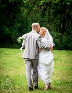 Wedding poses Weeping willow couple #bride #groom #Arkansaswedding #NWA #photographer www.billibilli.com Weeping Willow, Southern Weddings, Wedding Poses, Arkansas, Bride Groom, Summer Wedding, Couple Photos, Couples, Photography