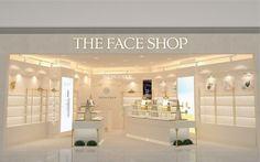 Sự đồng nhất về chất lượng các mỹ phẩm tầm trung Hàn Quốc tạo nên một khó khăn lớn đối với đất nước có sức mua lớn nhất thế giới. Bài viết Sức tiêu thụ mỹ phẩm Hàn Quốc tại thị trường Trung Quốc ngày càng giảm nhiệt đã xuất hiện đầu tiên vào ngày Luxury Inside. The Face Shop, Luxury Beauty, Bathroom Lighting, Vanity, Mirror, Shopping, Furniture, Home Decor, Bathroom Light Fittings