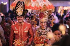 Pernikahan Perpaduan Adat Gorontalo dan Sunda ala Carra dan Aria