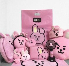 Bts Jungkook, Mochila Do Bts, My Favorite Color, My Favorite Things, Army Room, Ideias Diy, Kpop Merch, Line Friends, Kpop Aesthetic