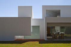 Migliari Guimarães House / DOMO Arquitetos © Haruo Mikami