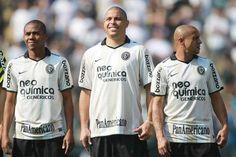 Elias, Ronaldo e Roberto Carlos durante a Cerimônia de lançamento da camisa oficial do Centenário do Corinthians