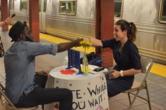 Date While You Wait : un speed dating sur le quai du métro