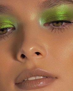 Makeup Eye Looks, Cute Makeup, Pretty Makeup, Skin Makeup, Simple Makeup, Creative Eye Makeup, Bright Makeup, Green Makeup, Basic Makeup