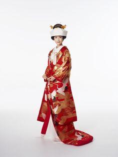 ハツコ エンドウ ウェディングス(Hatsuko Endo Weddings) 銀座店 色打掛 Japanese Fashion, Asian Fashion, Japanese Art, Japanese Wedding Kimono, Romantic Wedding Colors, Kimono Japan, Hanfu, Traditional Outfits, Beautiful Dresses