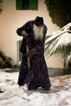 Σπάνια φωτογραφία από Άγιο Όρος: Ο Μακαριστός Γέροντας Ιερεμίας το χειμώνα