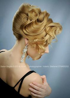 White and Gold Wedding. Bridesmaid Hair. Natural Hair. Wowwww