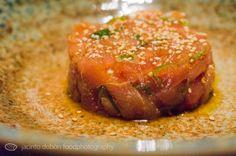 """Deliciosa velada desde el comienzo hasta el final. Nozomi Sushi Bar no es un lugar cualquiera es, como su nombre promete, """"la ilusión de un sueño cumplido"""" y Nozomi cumple lo que promete.  Nos dejamos aconsejar en un menú degustación con la amable atención de su personal de sala. Para abrir boca comenzaba con una rica verdura en tempura y cerveza japonesa """"Kirin"""" de barril. Mientras decidíamos el vino para regar la cena llegaron un tartar de salmón y otro tartar de atún rojo y de ahí al… Meatloaf, Bar, Food, Tuna Tartar, Essen, Meals, Yemek, Eten"""