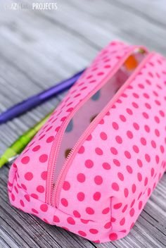 Pencil Case Tutorial - would make a cute makeup bag to throw into your purse or suitcase.