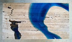 Mesa Feita De Mármore Travertino E Resina É Espetacular Nachhaltiges Design, Grid Design, Design Tisch, Colossal Art, Resin Table, Blue Lagoon, Unique Furniture, Resin Furniture, Furniture Design