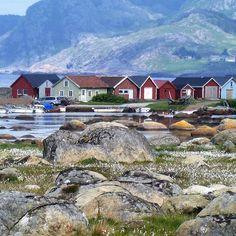Verevågen, a wonderful area 😍 #boathouse #naust #harbour #color #mountains #fishing #landscape #amazing #landscapelovers #stone #natur #visitnorway #visitsorlandet #utpåtur #weather
