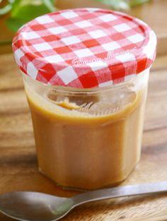 《塩キャラメルクリーム》 by 56食堂 [クックパッド] ☆砂糖 200g ☆はちみつ 大さじ2 生クリーム 200 ml 有塩バター 100g 岩塩(お好みで) ひとつまみ http://cookpad.com/recipe/1796391