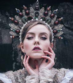 Real Queen. (for. @dziewczynazaparatem ) #queen #crown #headpiece #pearls #lace #crystals #sequins #gown #fairytail #onceuponatime #polishmodel #polishbeauty #costume #costumedesigner #makeupartist #handmade #jeziorskaleczycka