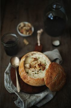 Most beautiful food photography Think Food, I Love Food, Good Food, Yummy Food, Soup Recipes, Cooking Recipes, Bread Bowls, Bread Soup, Food Presentation