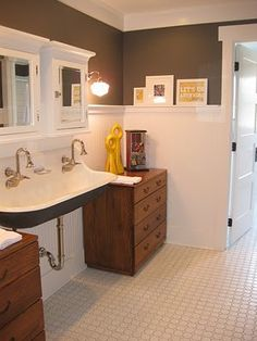 First time I've seen this doube sink!  Cool!  Think it would look great set in a vanity like they do farm sinks in kitchens.  Would also give a lot of added support.