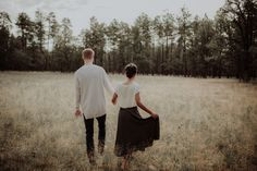 In love with this intimate and natural engagement shoot set in Payson, Arizona | Image by The Lacey Bee