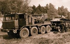 Hungarian Army Csepel towing a or tank on a trailer War Photography, Tow Truck, Panzer, Cold War, Old Trucks, Hungary, Military Vehicles, Offroad, Techno