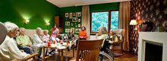 Demenzkranke Frauen in einem Heim: Globale Herausforderung