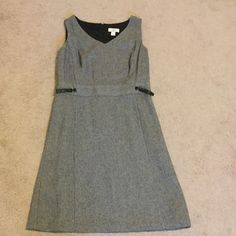 Ann Taylor Loft Work Dress Very cute simple Ann Taylor Loft knee length work dress with a herringbone pattern. In like new condition, got as a gift, worn once to work and just didn't fit my style! Ann Taylor Dresses Midi