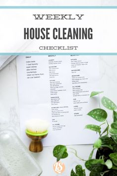 What and how to clean your entire home. Create a house cleaning routine with this tending sheet. Weekly House Cleaning, House Cleaning Checklist, Household Cleaning Tips, Cleaning Recipes, Cleaning Hacks, Cleaning Routines, Eco Friendly Cleaning Products, Natural Cleaning Products, Routine Printable