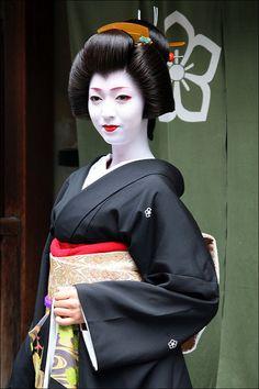 G E I K O: Kikutsuru | Erikae, literally, Changing the colla… | Flickr
